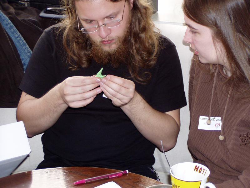 Anna a Gerwin nad origami