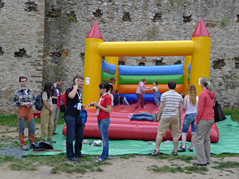 skákací hrad pro odkládání dětí