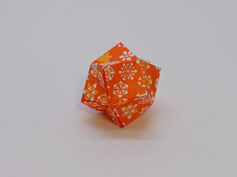 oranžová ozdoba