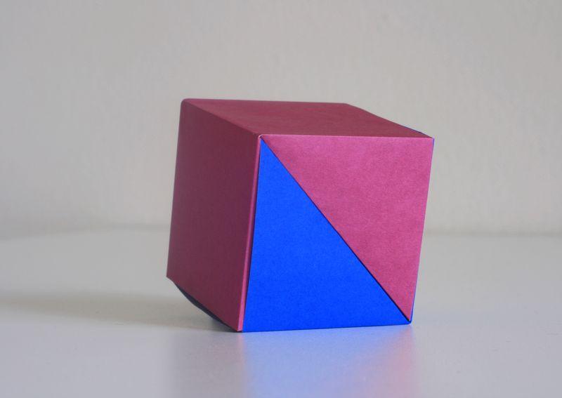 Kawamurová: kostka ze dvou čtverců