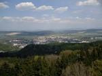 daleko za Ústím nad Orlicí se rýsují Orlické hory