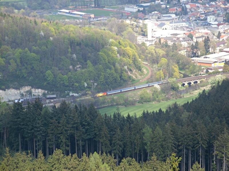 expres přijíždí do nádraží Ústí nad Orlicí