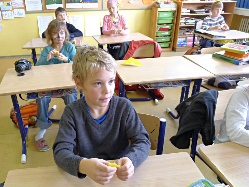 děti dávají pozor a jsou zticha