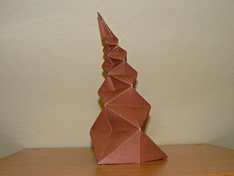 Tomoko Fuse: spirálovitý jehlan