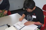 Joseph Wu podepisuje sborník