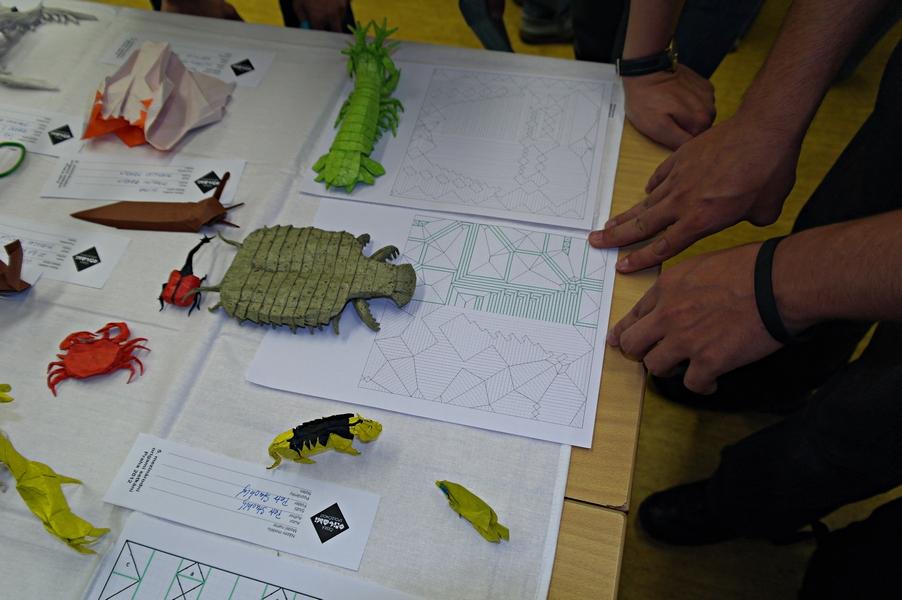 Petr ukazuje referenční body pro skládání omračující příšery