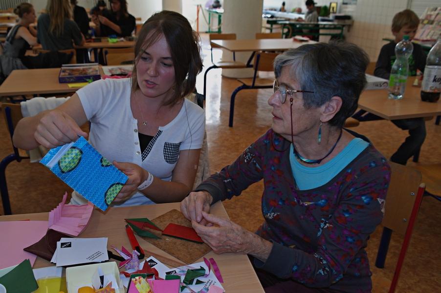 Anna Kolínská ukazuje Mítě zajímavé geometrické aplikace