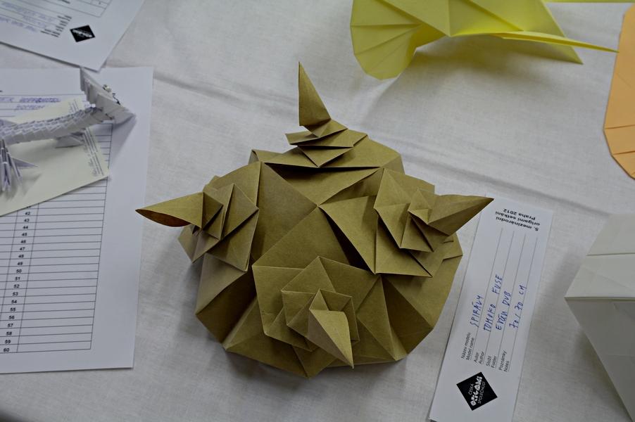 Tomoko Fuse: spirálová aplikace, interpretace: Evžen Dub