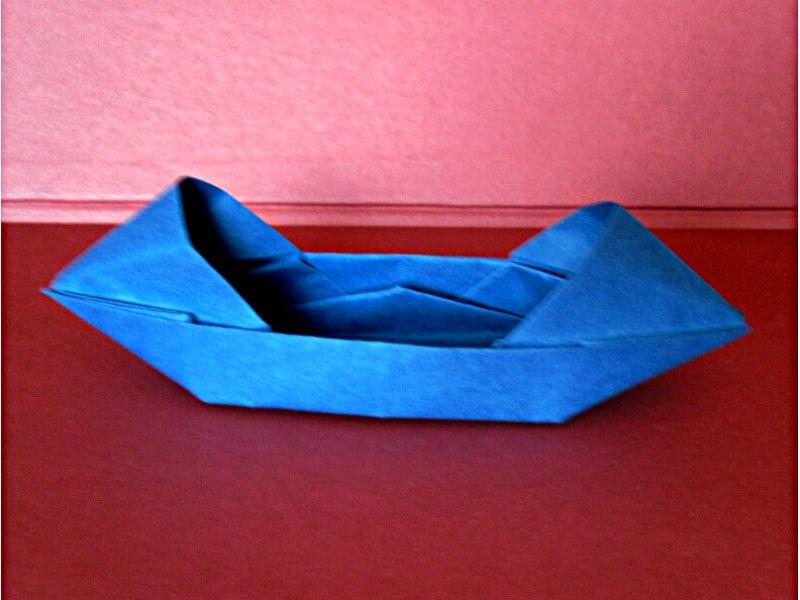 tradiční origami: sampan, interpretace: Mária Piatničková