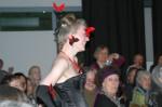 módní přehlídka - motýli kolem hlavy