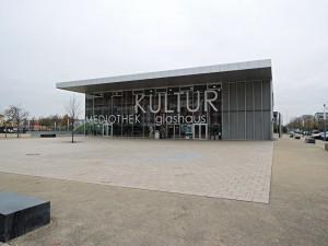 Kulturní centrum - se sousedící školou hostilo konferenci