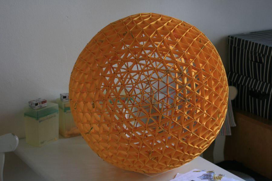 Těsně před dokončením, uprostřed je vidět díra ve tvaru hvězdy.