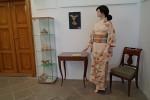 Chodba, zátiší s kimonem a knihou